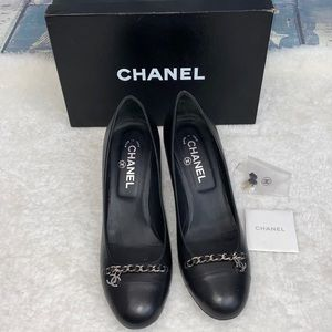Chanel Classic black leather chain heel pumps 40.5